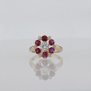 Jewelry - Stunning 18k Ruby And Diamond Floral Design Ring